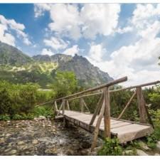 Rozprávková krajina prírodných krás, ľudovej architektúry, zámkov a hradov